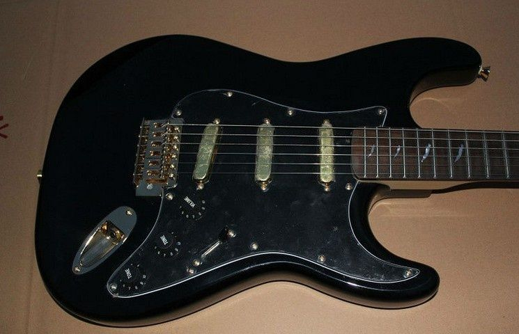Stratocaster Style with Rosewood Fretboard